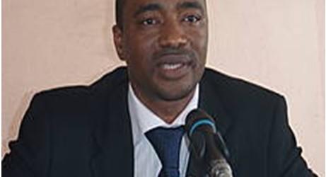 Farba Tibou Camara : Ce CHIEN qui ne change pas sa façon de s'assoir…(source: www. guineelive.com)