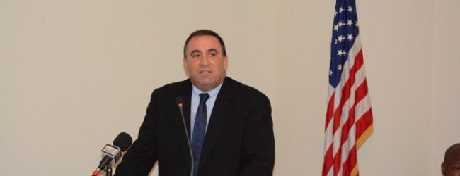 L'Ambassadeur des Etats-Unis, monsieur Alexander-Laskaris met en garde la CENI et le gouvernement contre la fraude