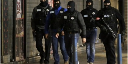 Opération du RAID à Saint-Denis après les attentats : cinq interpellations et deux morts