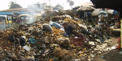 Guinée : les habitants de Conakry obligés de vivre avec les ordures au quotidien