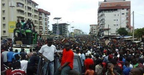 Guinée: des centaines de milliers d'opposants manifestent contre le président Condé