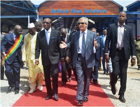 Le milliardaire Bolloré  laisse entendre qu'il a contribué de façon décisive à établir en GUINÉE-Conakry, ce qu'il nomme la « DÉMOCRATIE ». Il serait présent en Afrique Noire de façon « désintéressée », comme un philanthrope ! Il ne restait plus que çà ( Par Mamadou Billo Sy Savané)