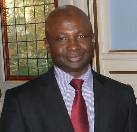 Le seul fait par Alpha Condé de soumettre l'article portant sur le nombre de mandat présidentiel à la révision constitutionnelle le rend passible de la haute Cour de justice et peut légalement justifier qu'il soit chassé par un soulèvement populaire (Makanera Ibrahima Sory)