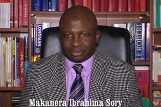(VIDEO) Appel à manifester contre la visite d'Etat d'Alpha Condé en France au mois d'avril 2017 et contre le refus du ministre de la justice Cheick Sakho  d'ouvrir des enquêtes sur les exécutions extrajudiciaires des manifestants( Makanera Ibrahima Sory)