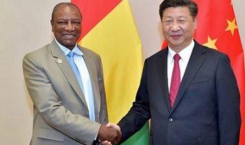 (VIDEO) Le président Alpha Condé frustré  d'avoir été ignoré par le président chinois lors de sa récente visite en Afrique de l'Ouest / Ignore-t-il que ce sont les oiseaux de mêmes plumages qui volent ensemble ?