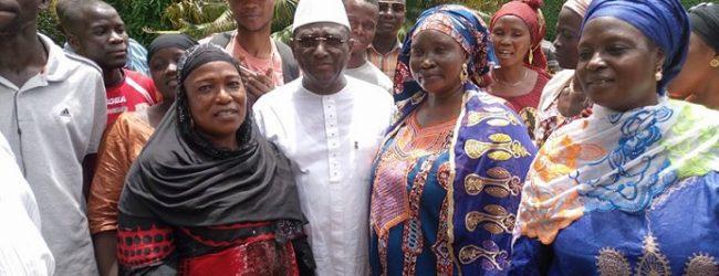 (VIDEO) UFR /  La grande fédération des associations de »konia» ,»Benkoma' apporte son soutien au Président Sidya Toure.