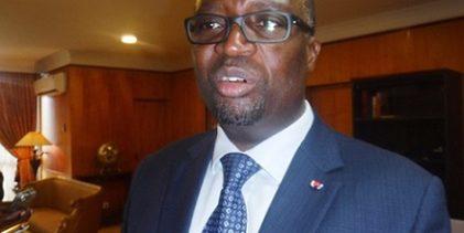 (VIDEO) GABON/  Martin Boguikouma,  le directeur de cabinet d'Aly Bongo hué et humilié dans la rue aux Etats-Unis, spectacles auxquels les corrompus Guinéens doivent s'attendre désormais selon un activiste guinéen de France.