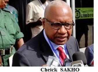 M.  Cheick Sako a dit « qu'on a un peu honte d'être guinéen ».  Le « un peu » de honte que le ministre osa n'était en fait qu'une pantalonnade.(Par Lansana BANGS)