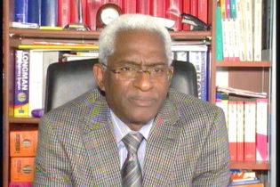 (VIDEO) Le 1er octobre 2017, il y a 3 ans jour pour jour, Dr Abdoul Baldé accusait Alpha Condé d'achats d'armes, d'introduction de mercenaires, de préparation de faux complot et de faux attentat islamiste au service sa volonté de pouvoir à vie même au prix de violence extrême.  A visionner absolument.
