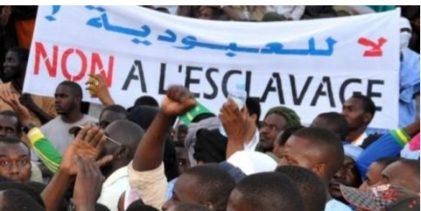 Guinée : des milliers de personnes protestent contre le système l'esclavagisme des noirs en Libye
