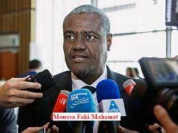 Le président de la Commission de l'Union africaine (UA), Moussa Faki Mahamat, a appris avec consternation les rapports sur la vente aux enchères des migrants africains en Libye comme esclaves, affirme un communiqué publié ce week-end par l'UA.