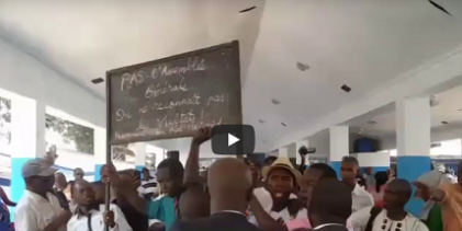 AG de l'UFR/ Les jeunes manifestent leurs colères contre les députés