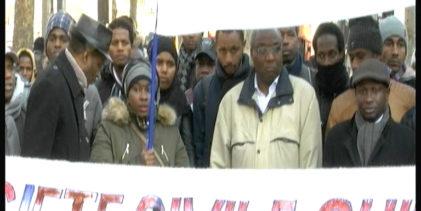 (VIDEO) Manifestation des Guinéens de France contre le Magazine «Jeune Afrique» en face de son siège de Paris ce samedi 24 février 2018