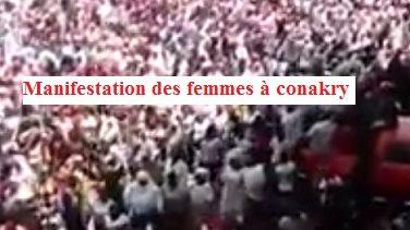 (VIDEO) Manifestation monstre des femmes à Conakry avec des slogans suivants contre Alpha Condé: Le sac de mensonge s'est vidé, Alpha voleur, Alpha zéro etc..