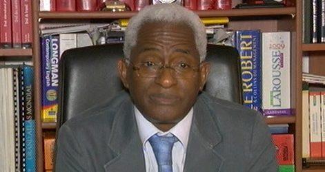(VIDEO) Dr Abdoul BALDE parle du nouveau complot prévu par Alpha Condé, son bradage du port aux islamistes et il appelle à un soulèvement populaire soutenu par les patriotes en uniforme.