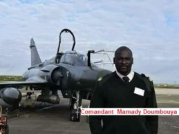 GUINEE /  Comandant Mamady  Doumbouya:  l'origine de son grade d'officier sur les photos.
