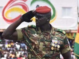 Le fameux Commandant Mamady Doumbouya n'est qu'un simple Caporal à la légion étrangère en France qu'Alpha Condé a soudainement nommé Commandant. Ses anciens compagnons de la légion n'en reviennent pas !