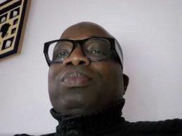 (VIDEO) Alpha Condé, mon beau choco, qu'as-tu fait des 830 millions de dollars versés à l'État par UC RUSAL ?  Mon beau, ta «petite amie» Aminata Sylla qui t'a fait nommer son frère ministre, réclame aujourd'hui…Bonne écoute!!!