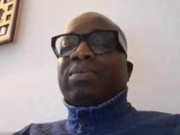 (VIDEO) Alpha Condé, ce mégalomane pillard et ancien trafiquant d'armes doit purement et simplement s'en aller en 2020!!!( N'faly KABA le beau frère d'Alpha Condé)