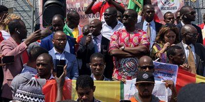 FNDC BELGIQUE / Manifestation des Guinéens à Bruxelles contre le changement de la Constitution guinéenne organisée par le FNDC Belgique le 22 juin 2019.