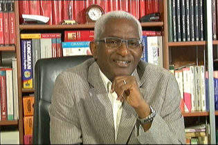 (VIDEO) Dr Abdoul Baldé rend hommage aux anciens ministres Kalifa Gassama et Cheick Sako et dénonce le plan diabolique d'Alpha Condé et Mohamed Diané le ministre de la défense.