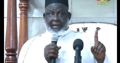 Le grand imam de Conakry Elhadj Mamadou Saliou Camara dénonce et maudit ceux qui opposent les filles et fils de la Guinée et veulent provoquer des affrontements ethniques pour le seul but de se maintenir au pouvoir.