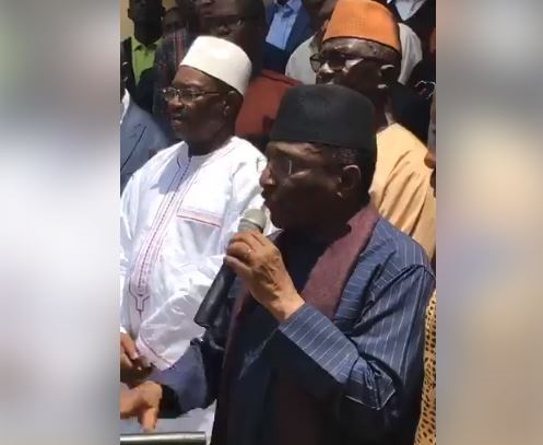 Selon monsieur Sidya Touré, le seul but de la nouvelle constitution d'Alpha Condé est de permettre à la mafia minière de garder sa mainmise sur les mines et les autres richesses de la Guinée.